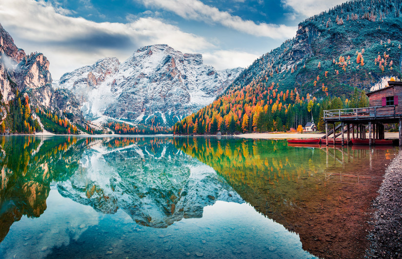 Cabin on lake Braies 00741