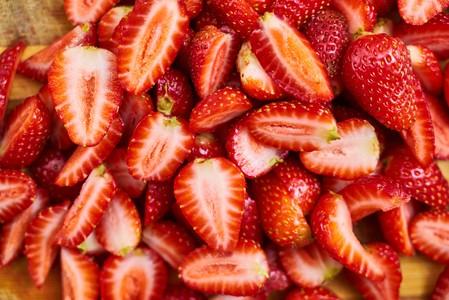 Cut strawberries 00677