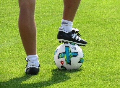 Feet and ball 00662