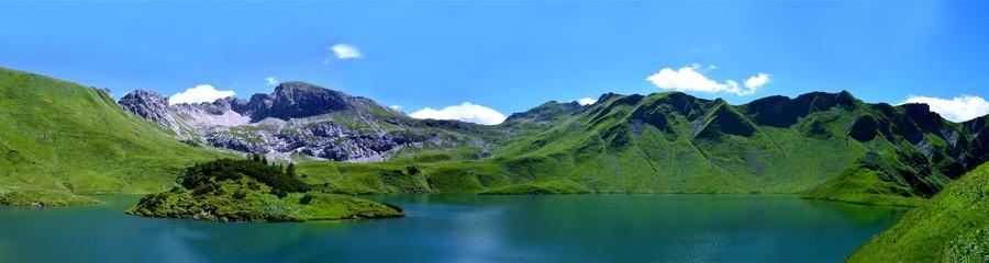 Панорама горного озера 00016