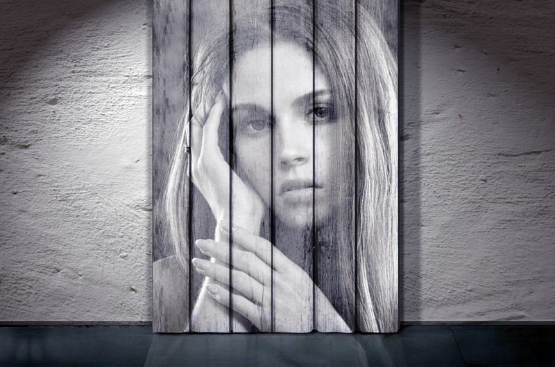 Portrait of a girl on the wall 00612