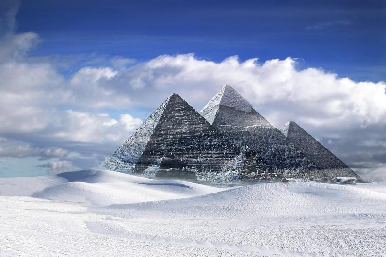 Pyramids 00618