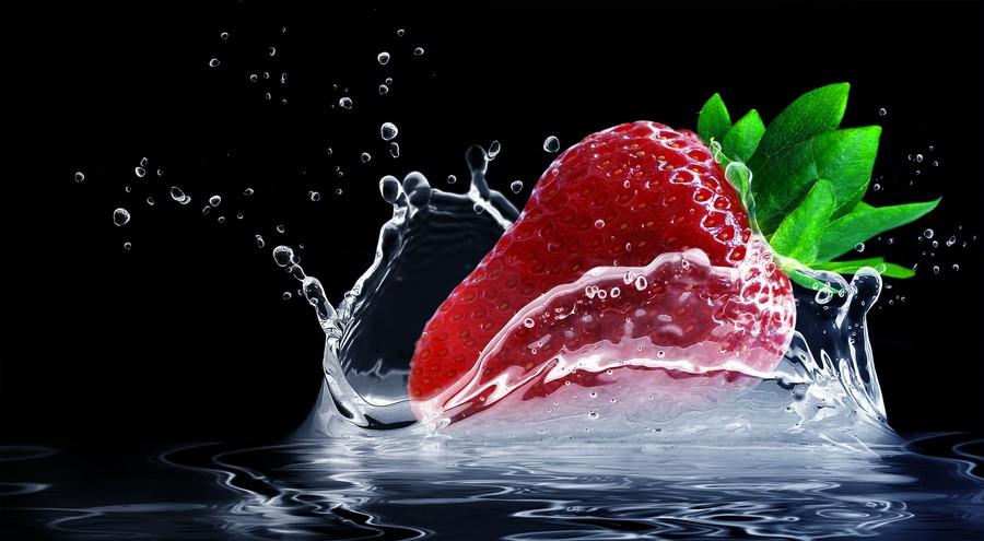 Strawberries in water 00676