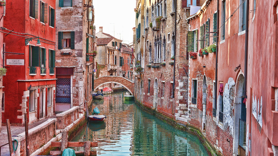 Venice water traffic 00321