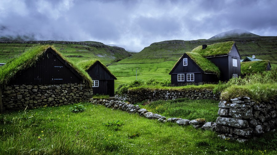 Village in the hills 00018VG